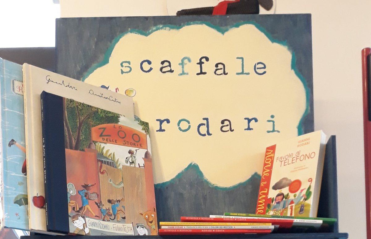 Scaffale-Rodari-libreria-Ponteponente-ritaglio